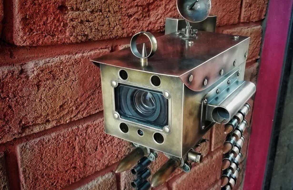 Кожух камеры с пулеметной лентой